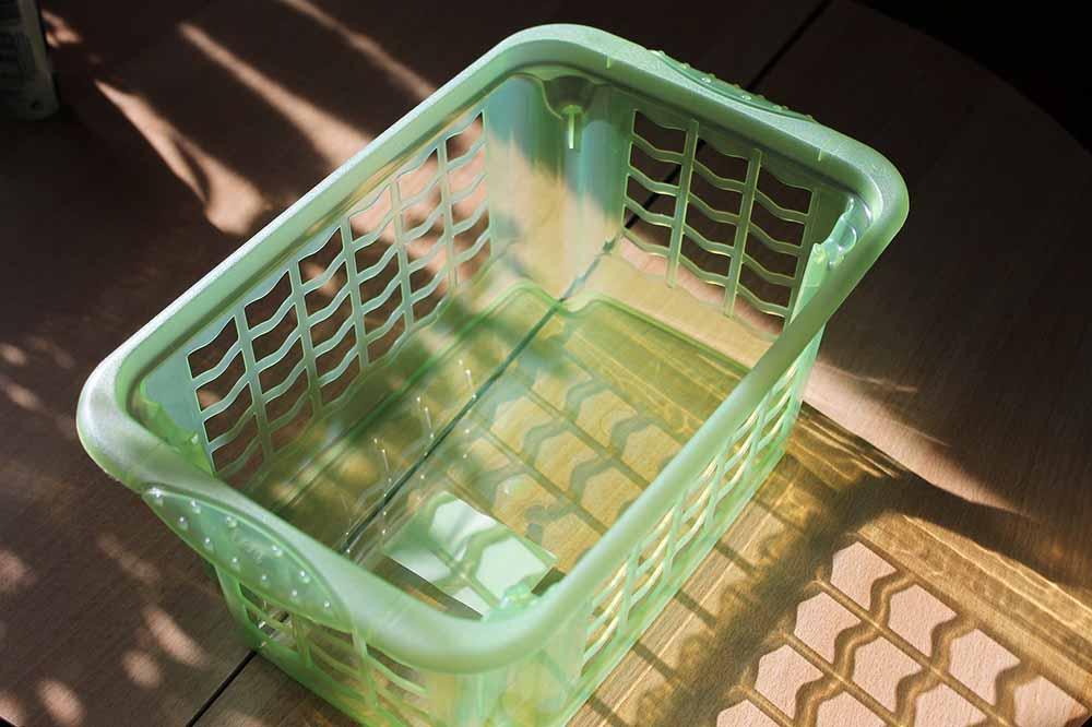 Bandscheibenvorfall einfache Übung mit einem Wäschekorb